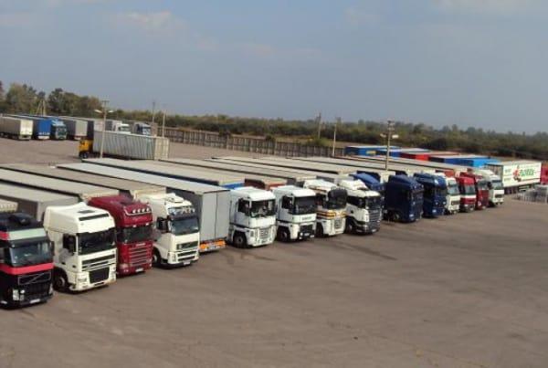 Стоимость грузовой стоянки для грузовиков и фур в Москве и Санкт-Петербурге