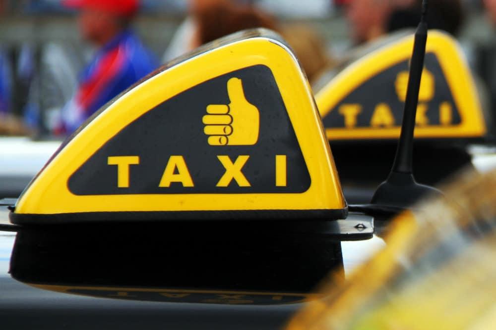 Парковка для такси в Москве и Санкт-Петербурге